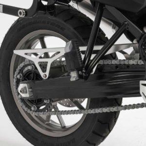 osłona-łańcucha-sw-motech-bmw-f-650-gs-f-700-gs-f-800-gs-srebrna-monsterbike-pl