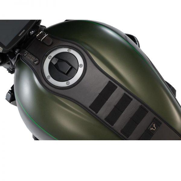pas-mocujący-torby-akcesoryjne-sla-legend-gear-sw-motech-kawasaki-z900rs-brązowy-monsterbike-pl