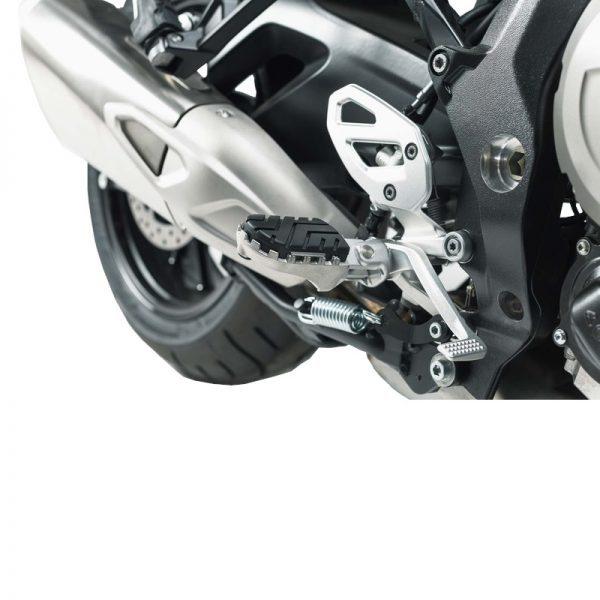 podnóżki-ion-sw-motech-bmw-s1000-xr-15-f-750-850-gs-18-srebrne-monsterbike-pl-2