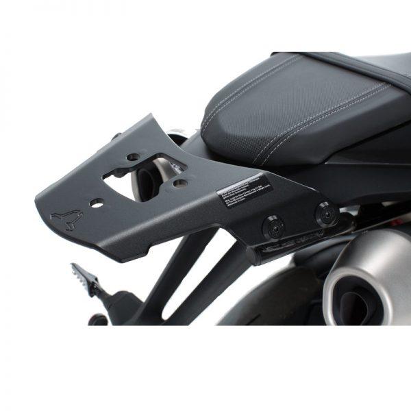 stelaż-pod-płytę-montażową-kufra-alu-rack-sw-motech-triumph-speed-triple-s-r-15-17-czarny-monsterbike-pl